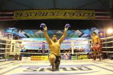 Muay Thai Queen's Birthday Fights in Bangkok. Matthew Semper performs Wai Kru. Photo: JP Mestanza